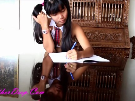 Sexy Thai schoolgirl likes deep sucking